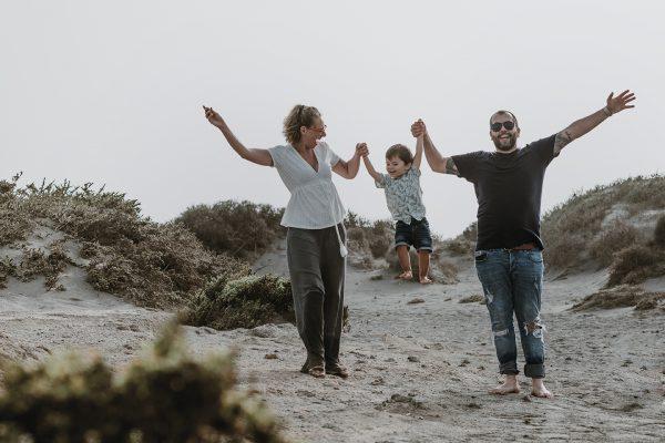 Sesiones familiares en tenerife. Fotos espontaneas y naturales con tus hijos